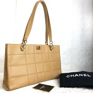 🌸OFFERS?🌸💯%Authentic Chanel Leather Beige Purse